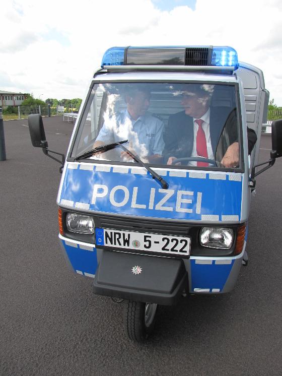 Polizei Mettmann Ape Transporter 001
