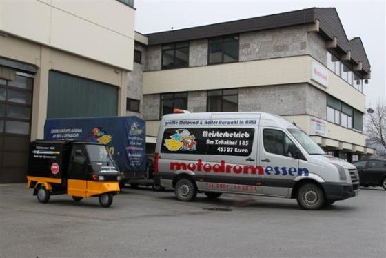 Anlieferung der Ape Transporter bei Birner durch das Motodrom Essen