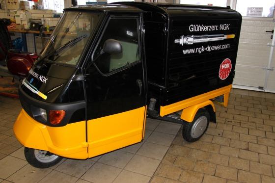Vorbereitung der Piaggio Ape Transporter in der Werkstatt des Motodrom Essen
