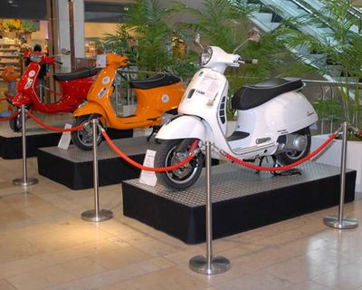 Vespa-Ausstellung im Einkaufszentrum Drehscheibe / City-Point Bochum mit dem Motodrom Essen