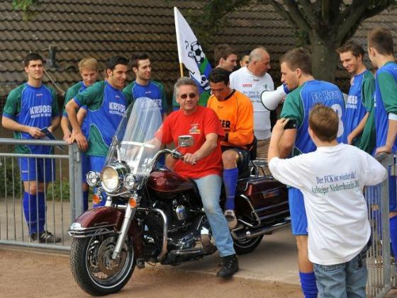 FC Kray - Meisterfeier mit Harley Davidson (1)