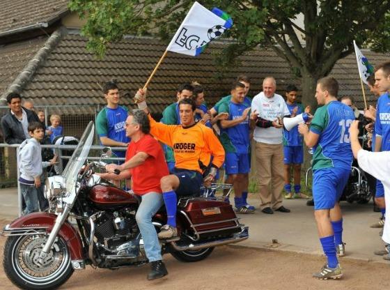 FC Kray - Meisterfeier mit Harley Davidson (2)
