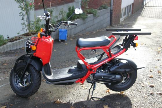 Motodrom Essen liefert Honda Zoomer für Joey's Pizza 002
