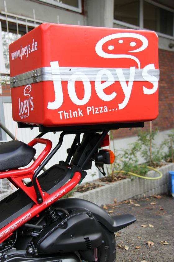 Motodrom Essen liefert Honda Zoomer für Joey's Pizza 004