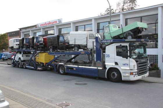 Eine LKW-Ladung Ape Transporter für das Motodrom Essen 001