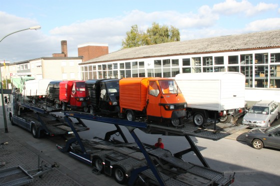 Eine LKW-Ladung Ape Transporter für das Motodrom Essen 004