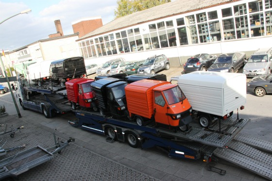 Eine LKW-Ladung Ape Transporter für das Motodrom Essen 005